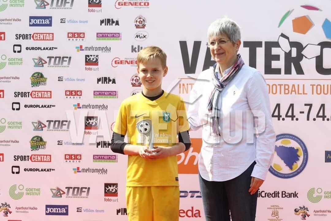 Вручение кубка «Лучший вратарь» в Сараево (Босния).